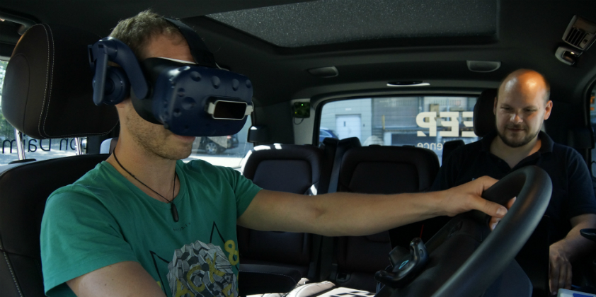 Daimler Trucks: Truck drivers test new digital vehicle systems in mobile simulator